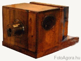Forrás: wikipedia (http://www.historiccamera.com/historiccameras/historiccameras.html)